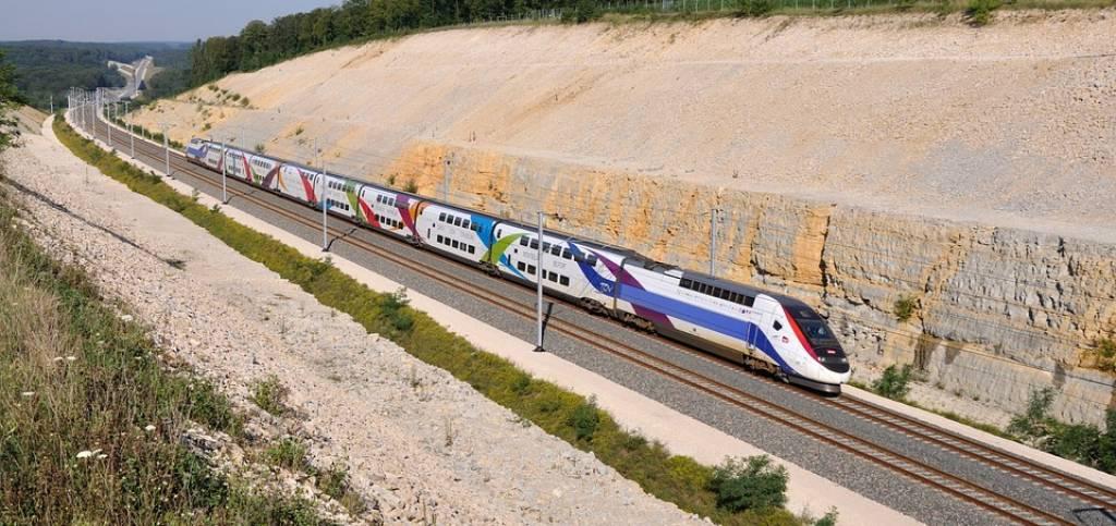 train-2264033_960_720