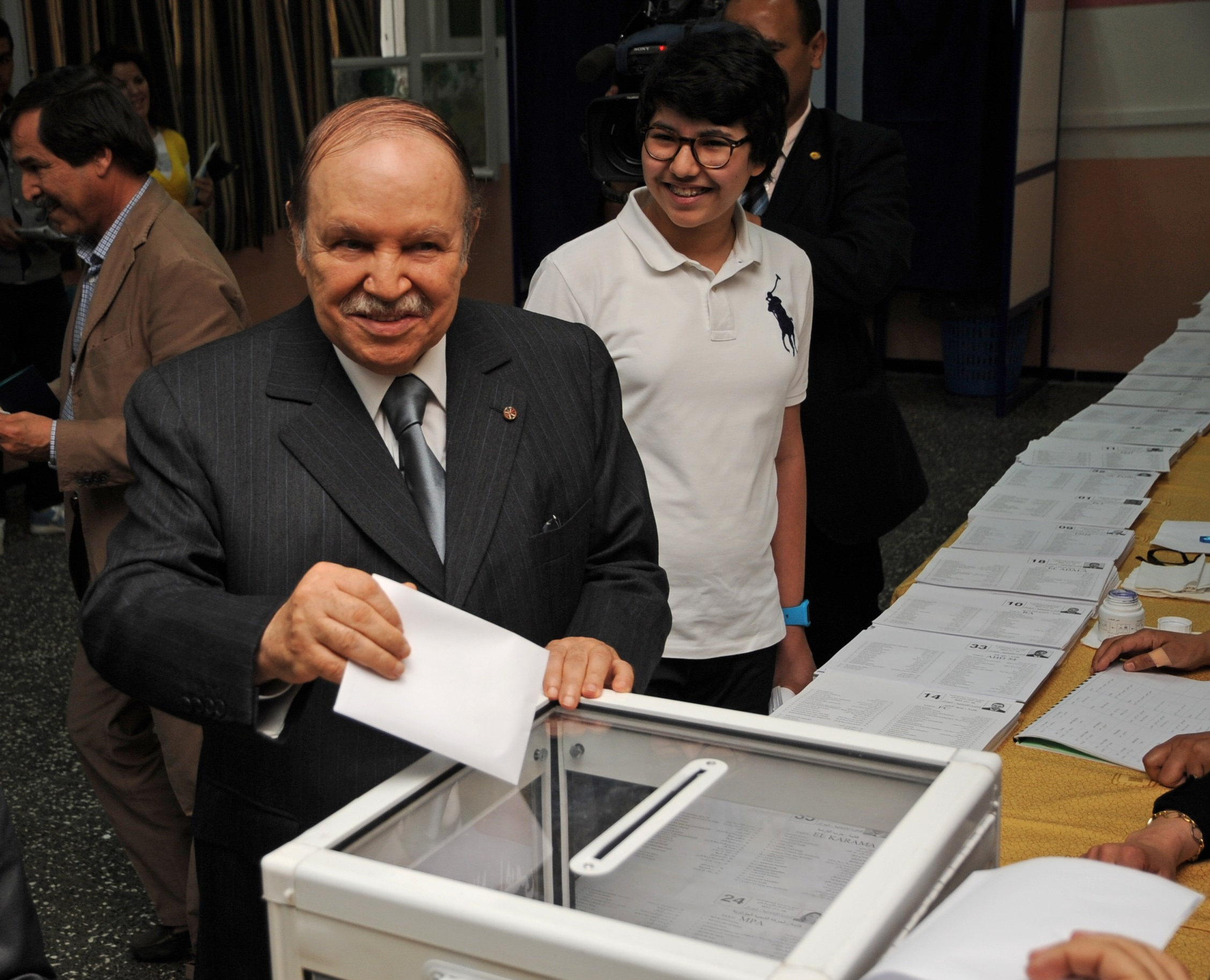 abdelaziz_bouteflika_casts_his_ballot_in_may_10ths_2012_legislative_election.jpg